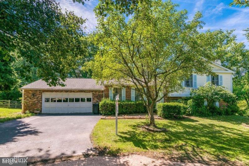 12815 Awbrey Ct, Herndon, VA - $2,700