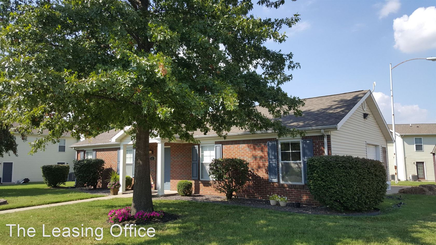 594 S. Governor St., Evansville, IN - $1,149 USD/ month