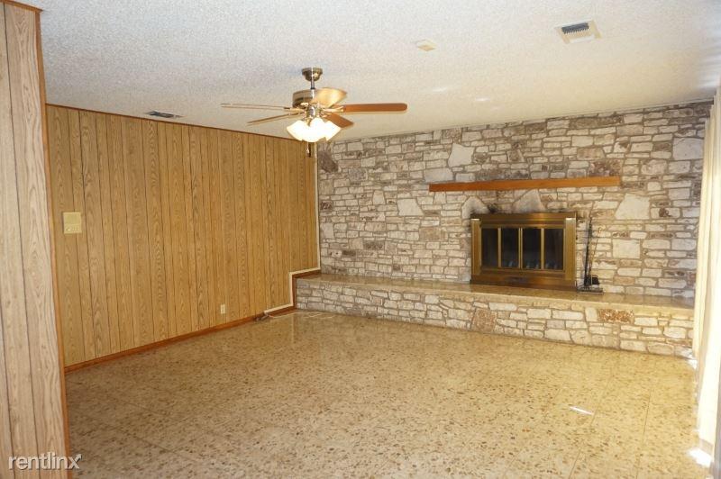1236 Live Oak Rd., Schertz, TX - $1,650