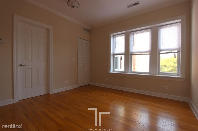 3244 N Clifton Ave 2N, Chicago, IL - $1,755