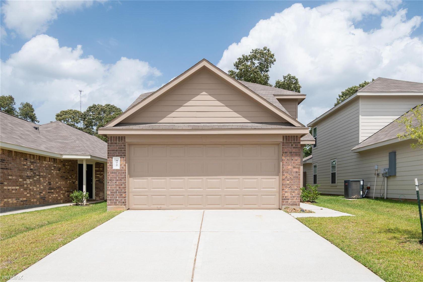 372 Upper Creek Dr, Willis, TX - $1,475