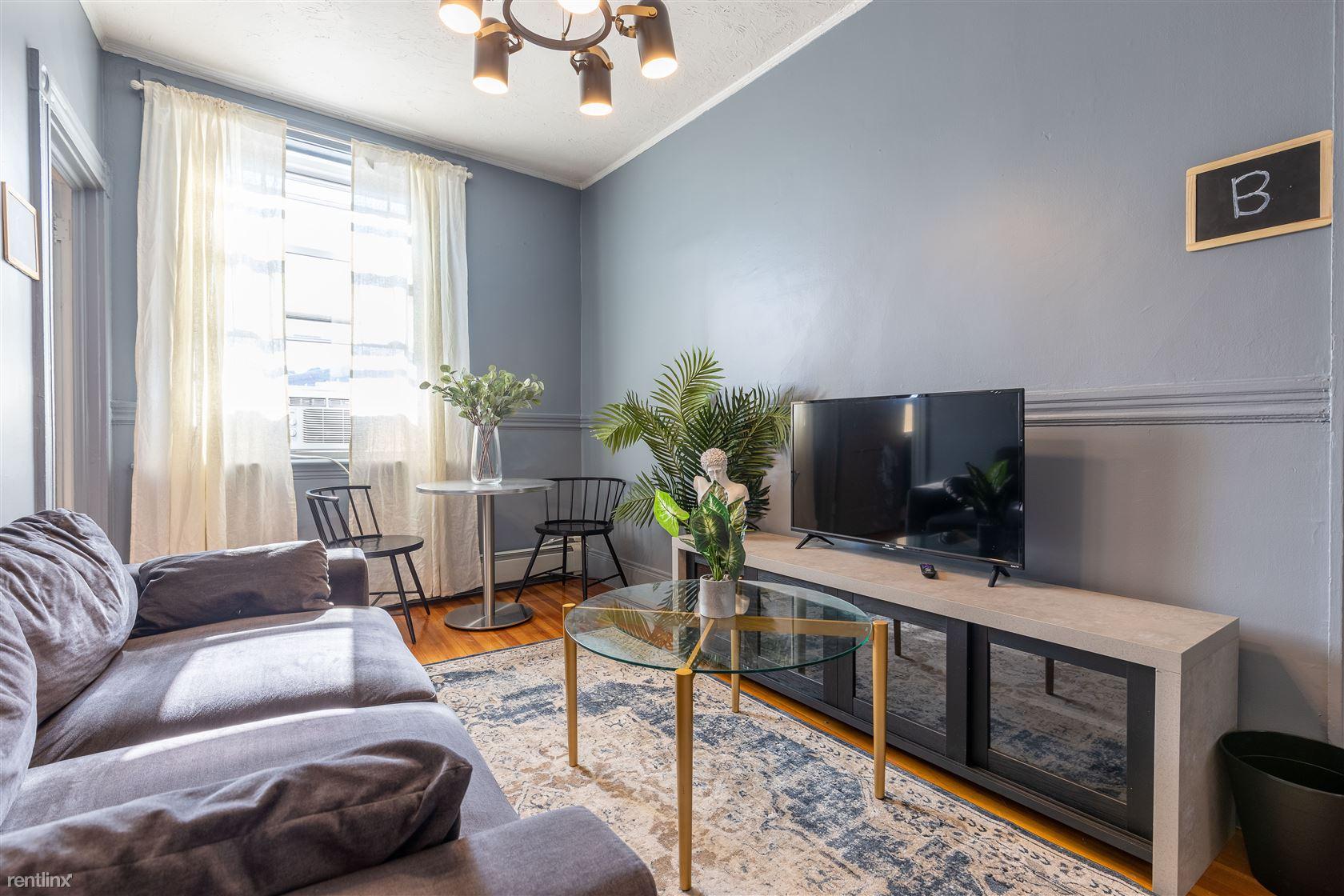 452 Hanover St, Boston, MA - 1,050 USD/ month