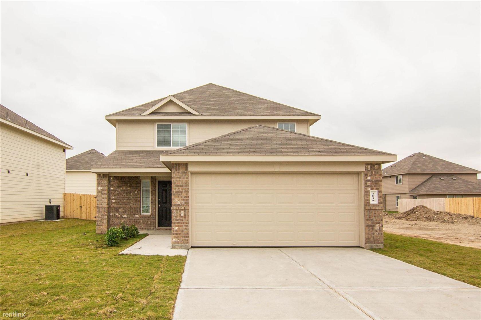 1014 Harper Ln, Bryan, TX - $1,700