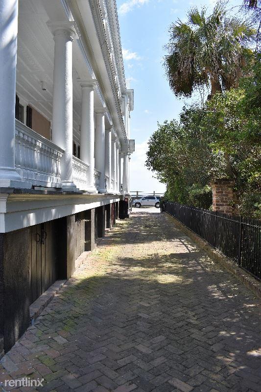 17 1 / 2 East Battery, Charleston, SC - $5,000