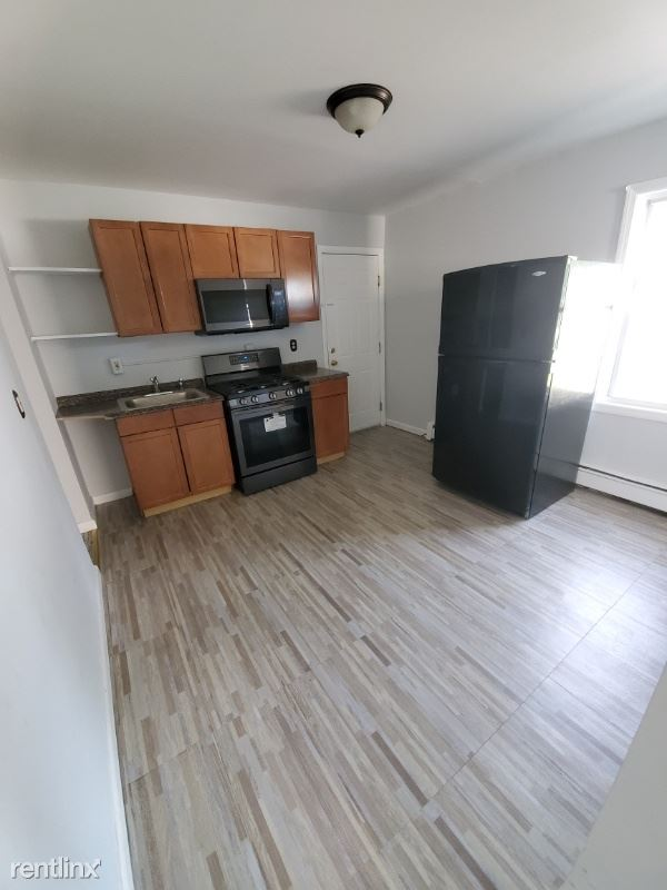 19 Lawlor St A, New Britain, CT - $950