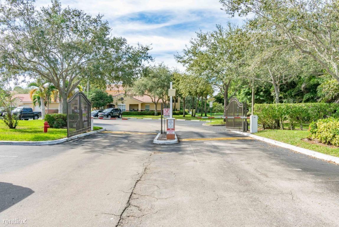 10306 Fox Trtail Road S 914, Royal Palm Beach, FL - $1,750
