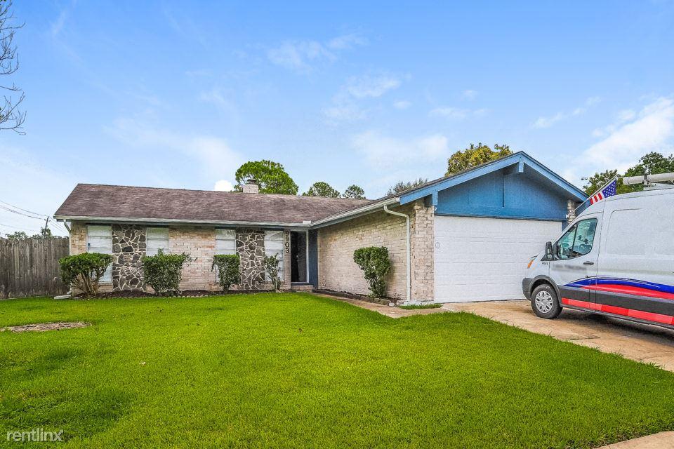 9903 Old Towne Lane, Sugar Land, TX - $1,525