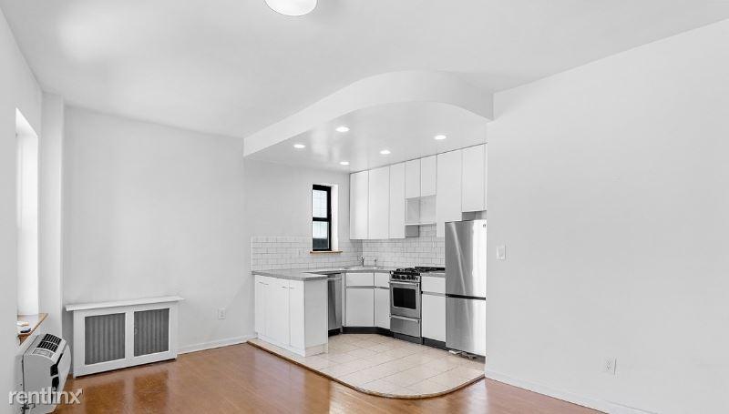 425 E 74th St 5D, New York, NY - $2,150