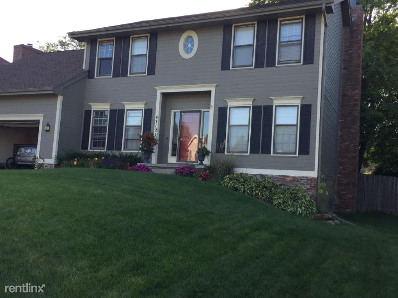4712 S 165th St, Omaha, NE - $2,250