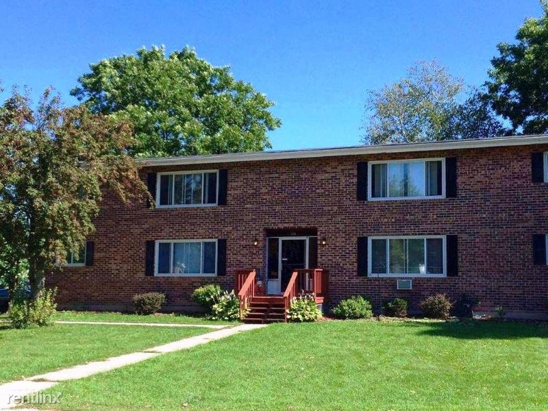 124 Cherry Ave 3, Francis Creek, WI - $600