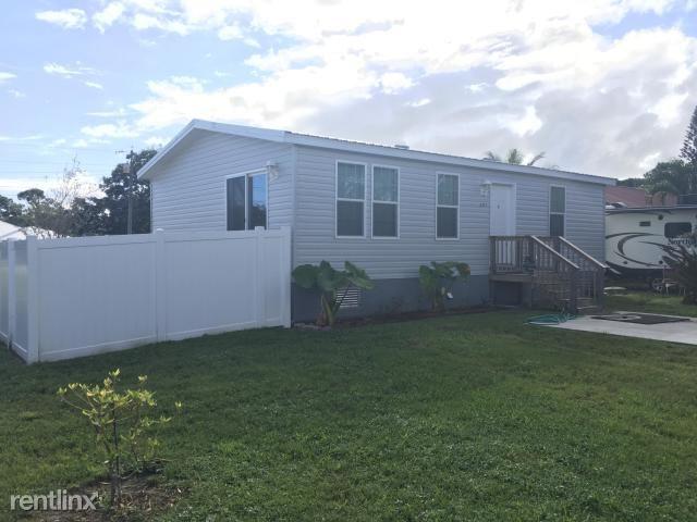 5277 SE Driftwood Ave, Stuart, FL - $1,450