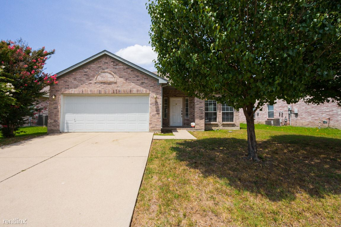 2808 Earle Dr, Grand Prairie, TX - $1,679