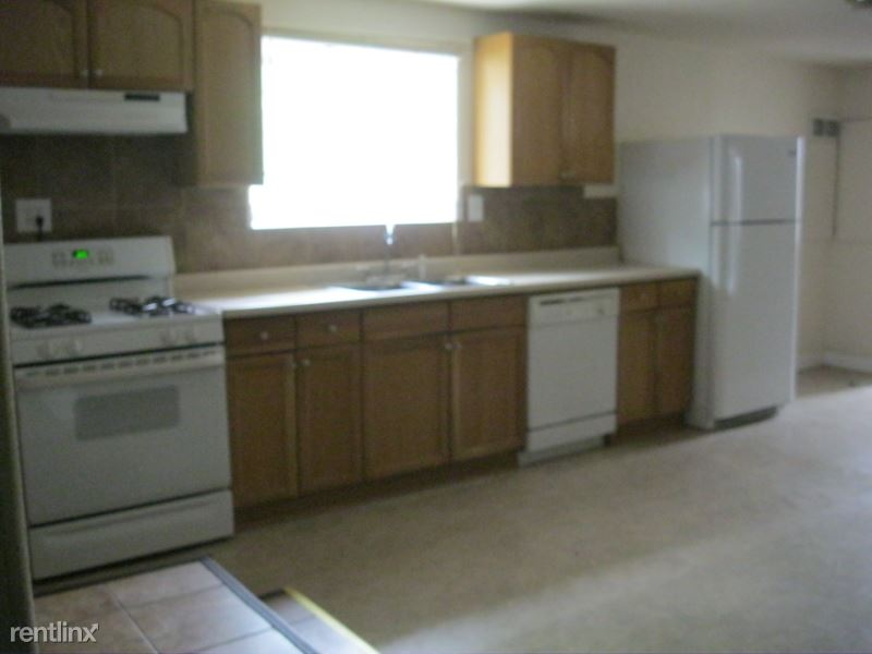 921 4th Street South West B, Great Falls, MT - $950