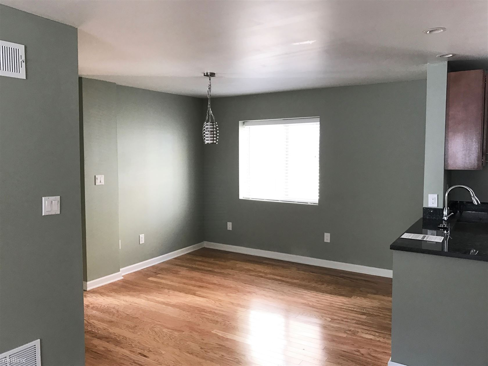 253 Beverly Rd Apt 202, Pittsburgh, PA - $975