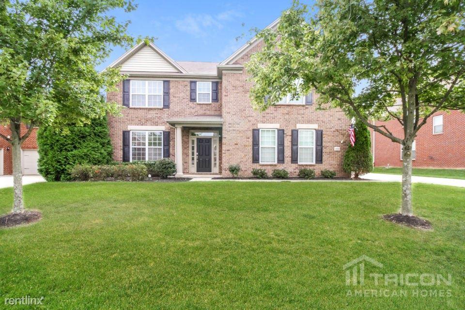 1004 Abberley Circle, Hendersonville, TN - $2,499