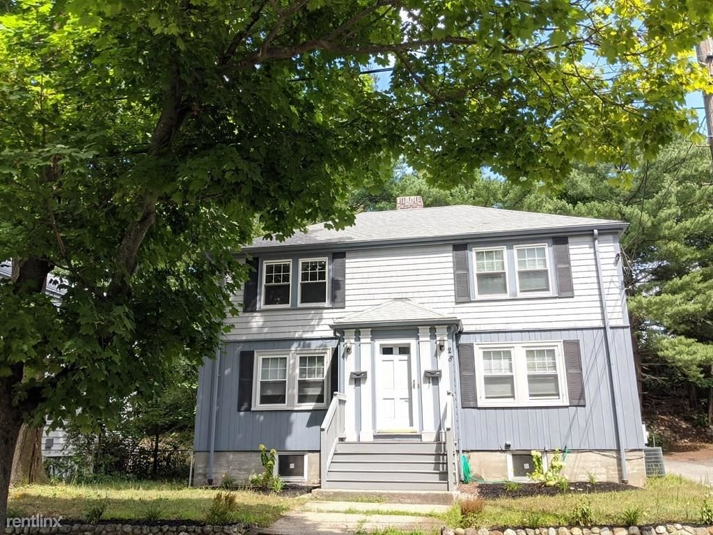 28 Glenellen Rd, West Roxbury, MA - $2,000 USD/ month