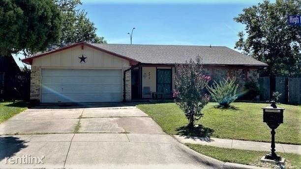 3015 High Meadows Drive, Arlington, TX - $1,770