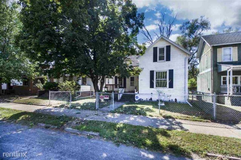 2110 W Garden St, Peoria, IL - $830
