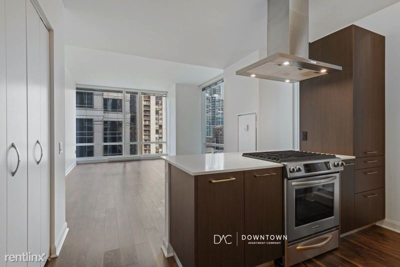 77 W Wacker Dr, Chicago, IL - $4,715