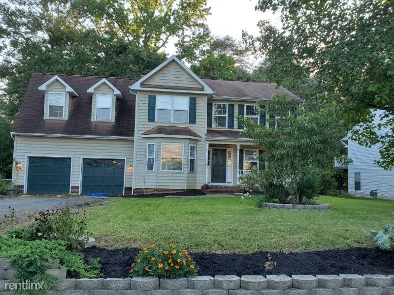 64 Melanie Hollow Ln, Fredericksburg, VA - $2,000