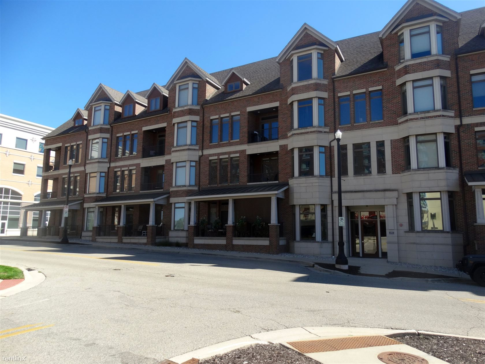 430 Union Ave NE Apt 303, Grand Rapids, MI - $3,800