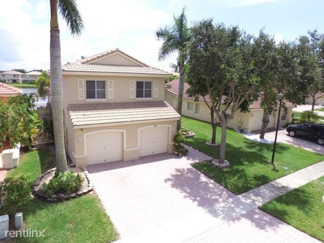 4997 Victoria Cir, West Palm Beach, FL - $2,850