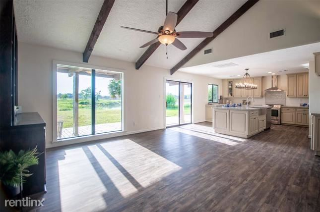4221 Country Club Drive, Dickinson, TX - $2,070