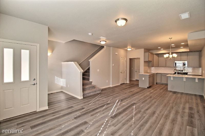 1686 Grand Ave #4, Windsor, CO - $1,800