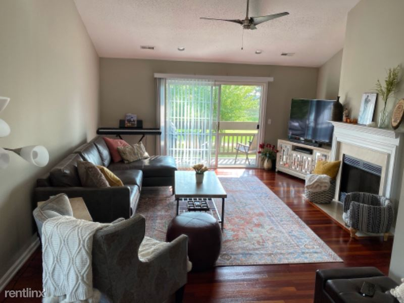 4535 N Thornhill Dr 201, Peoria, IL - $1,350