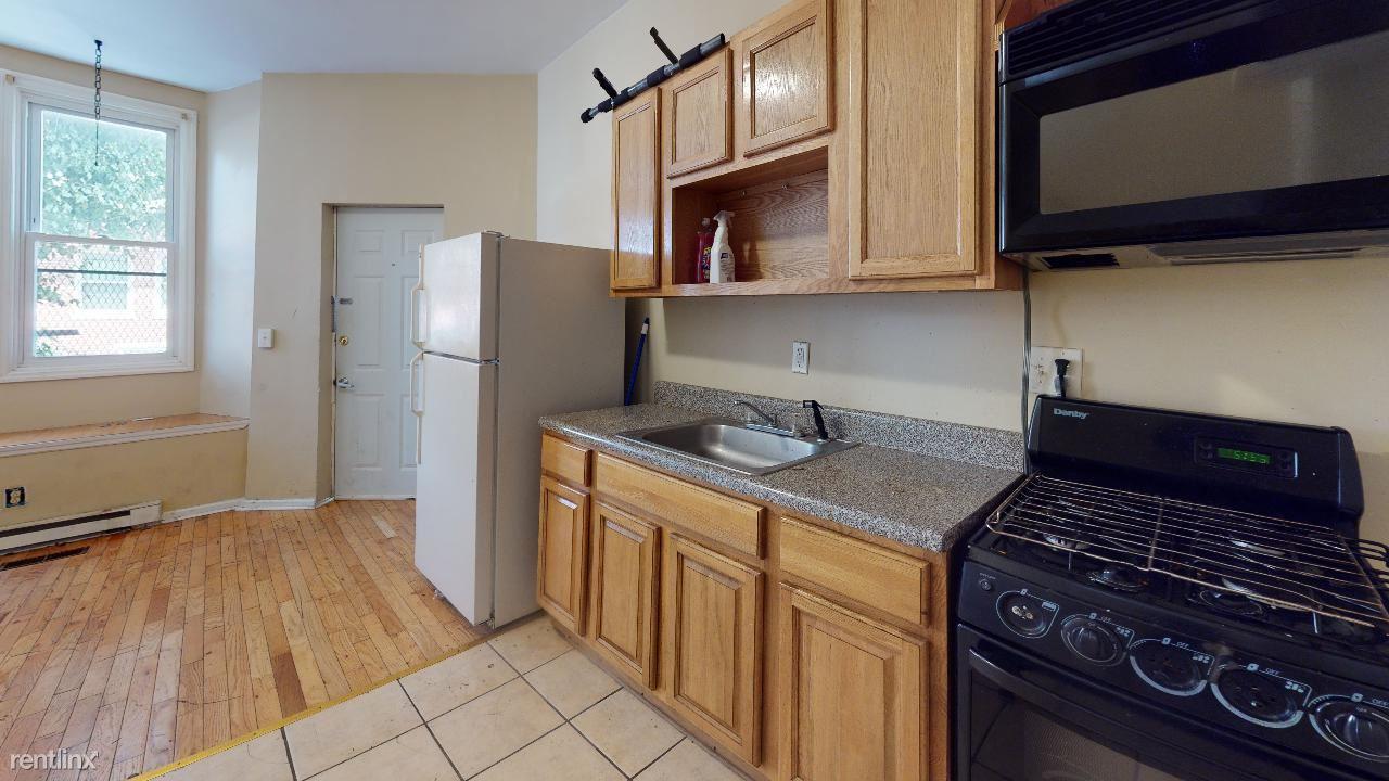 1800 W Montgomery Ave Unit 1R, Philadelphia, PE - $950