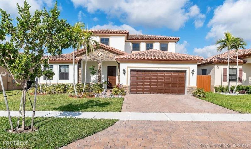 709 Se 35 Th Ave, Homestead, FL - $2,900