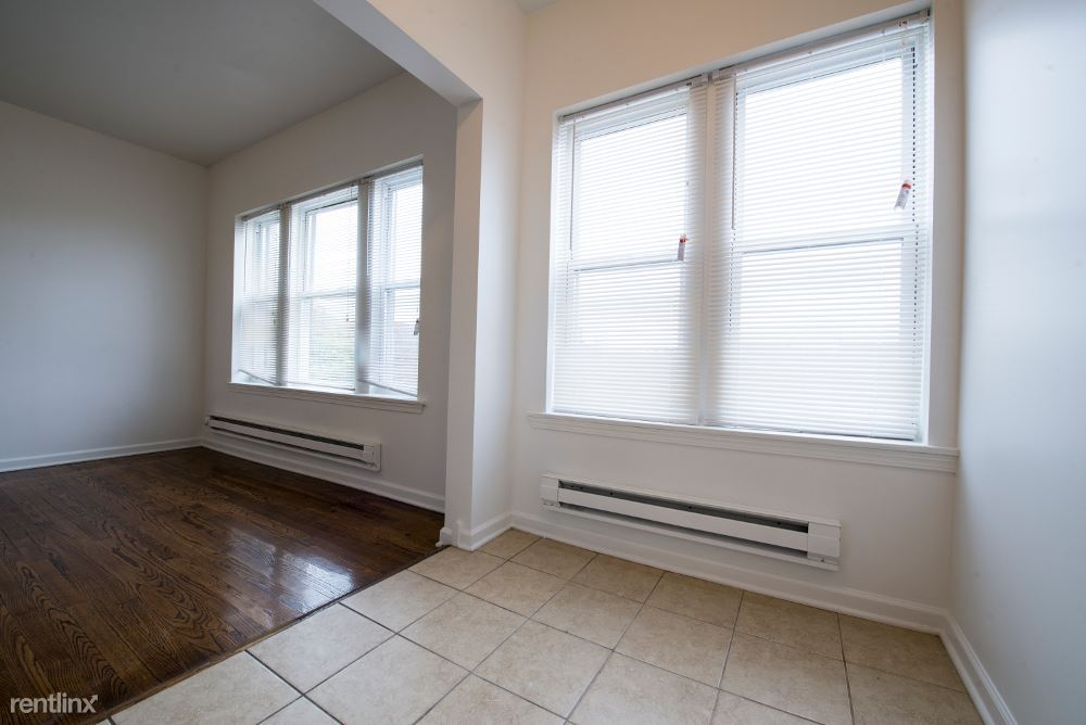 737 E 79th St, Chicago, IL - $575 USD/ month