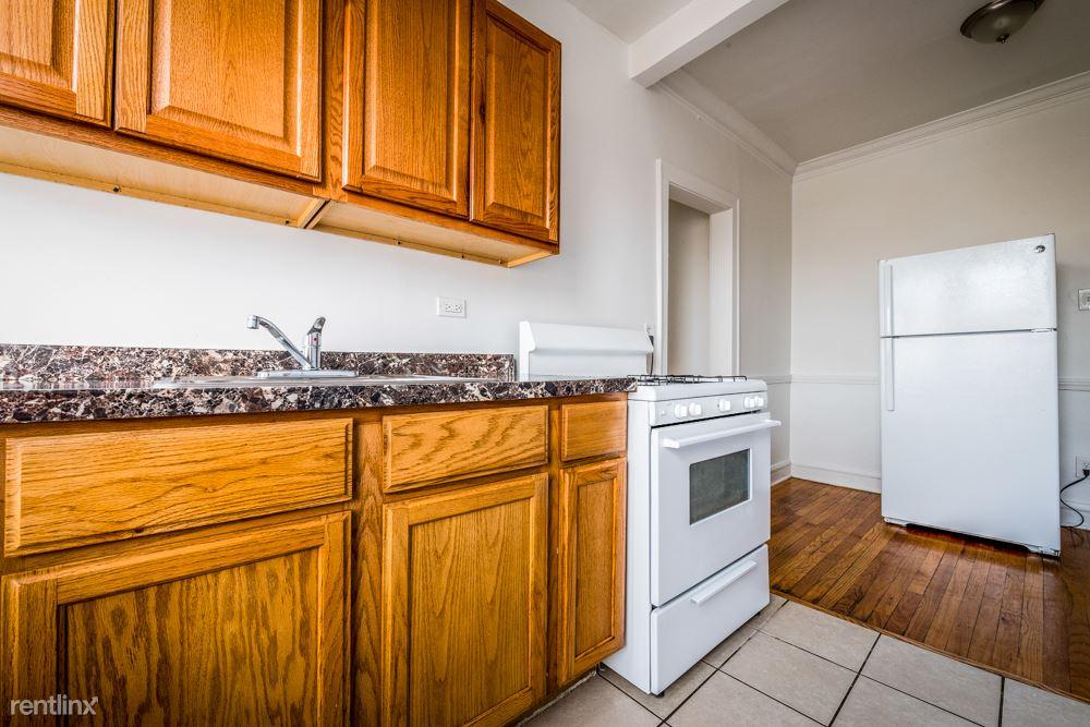 8001 S Ellis Ave, Chicago, IL - $610 USD/ month