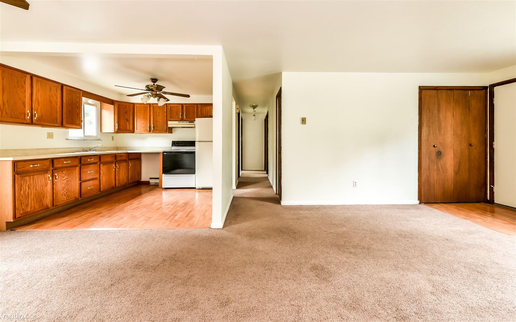 2044 Renton Rd Apt 1, Pittsburgh, PA - 750 USD/ month