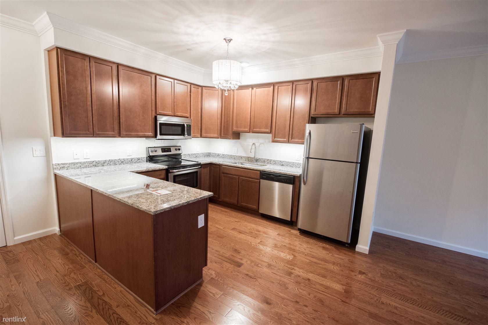 Burling Ln, New Rochelle, NY - $2,800