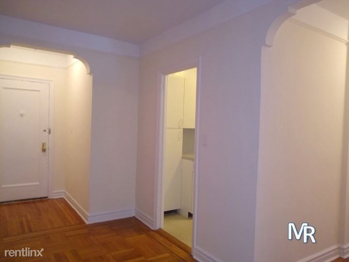76TH RD QUEENS BLVD, Forest Hills, NY - $2,595