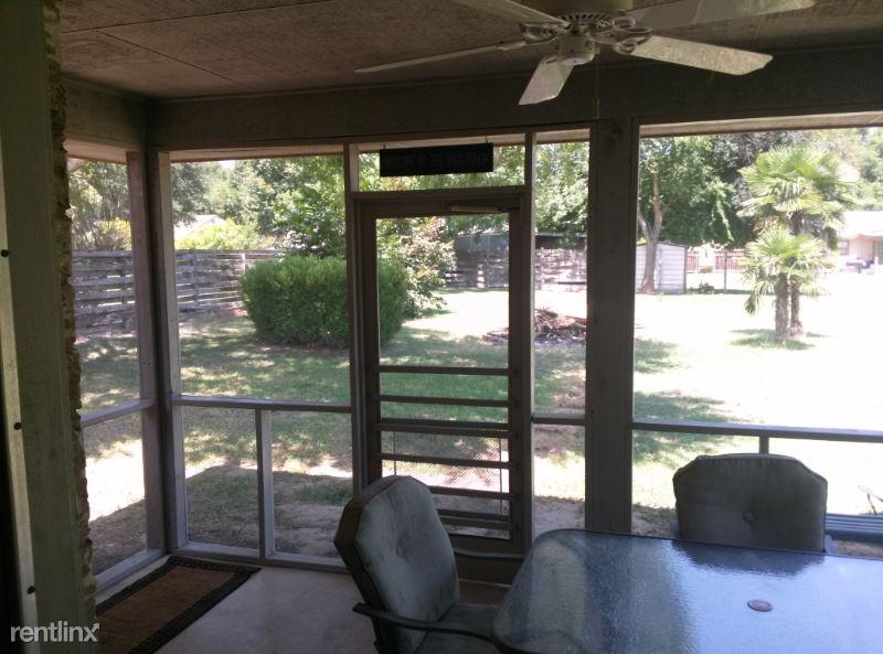 1225 Boenig Dr, New Bruanfels, TX - $1,750