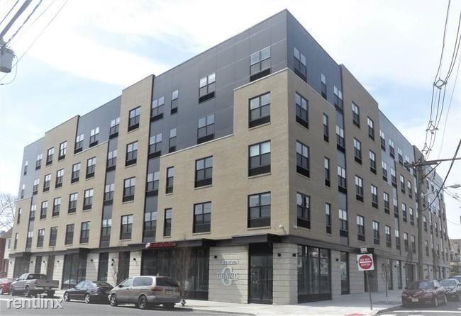 429 Bergen Ave 301, Jersey City, NJ - $1,700
