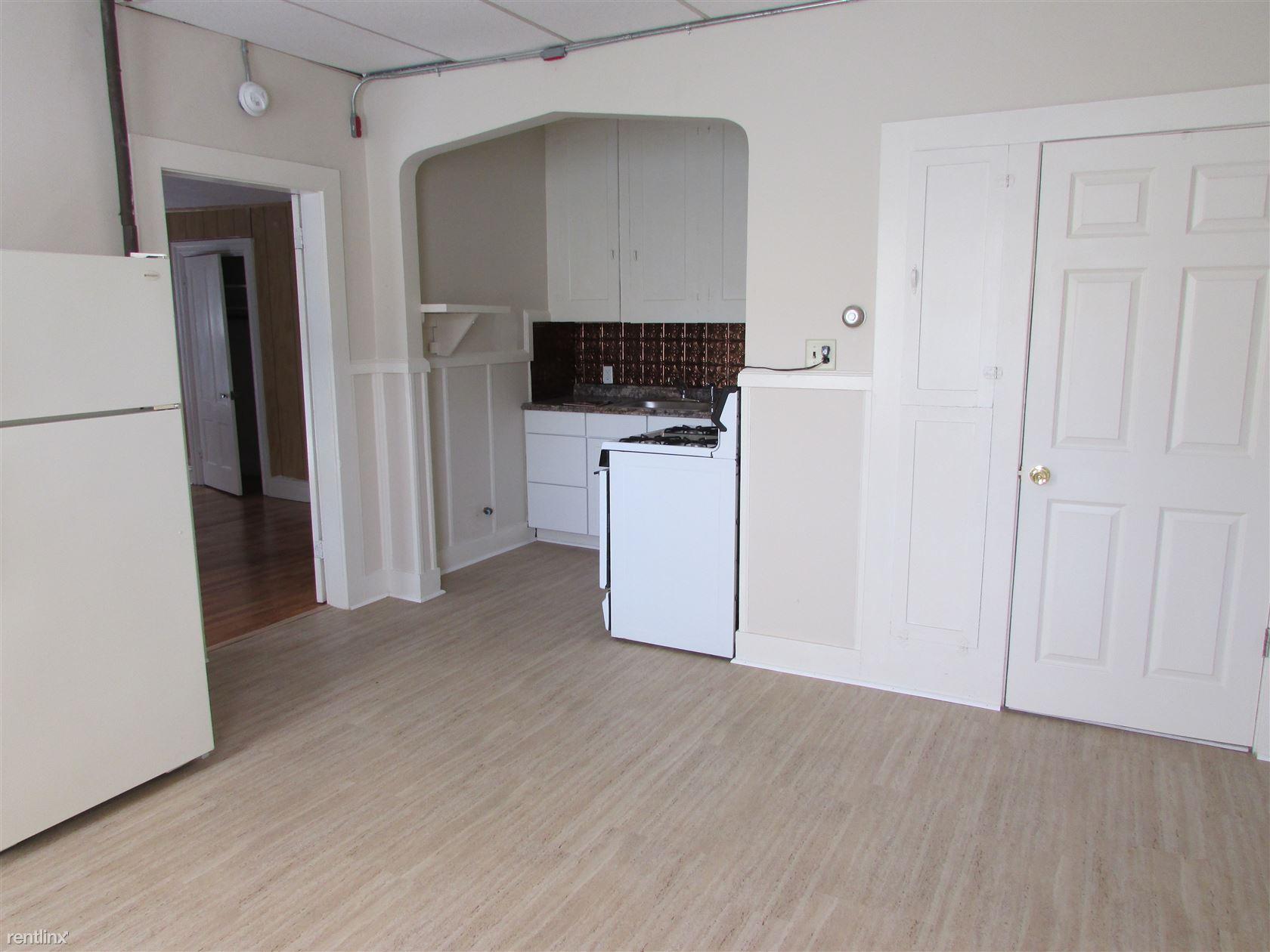 47 Providence St, Woonsocket, RI - $900
