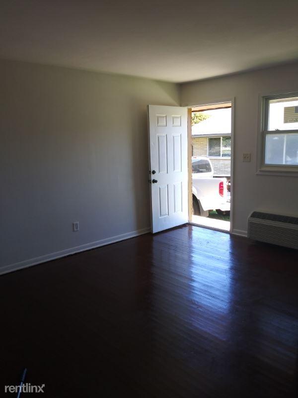 2309 Salem Blvd #2, Zion, IL - $1,000