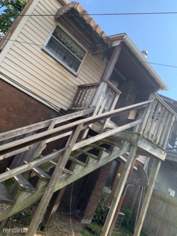 562 3rd Ave, New Kensington, PA - $600