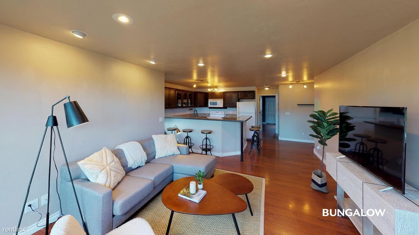 2366 NW Roosevelt St, Portland, OR - $830 USD/ month