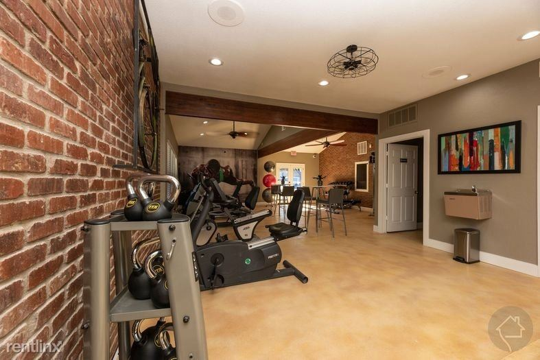 6500 S Cockrell Hill Rd, Dallas, TX - $729 USD/ month