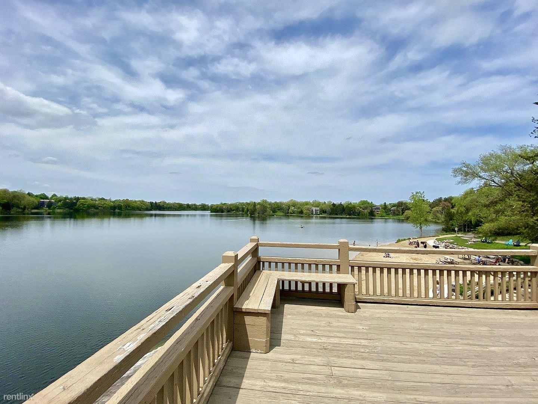 294 Hickory Ln, Lake Barrington, IL - $2,800