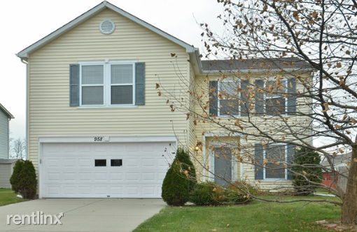 958 Streamside Dr, Greenfield, IN - $1,499