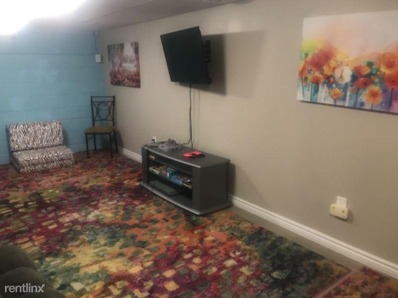 Winona Blvd, Rochester, NY - $450