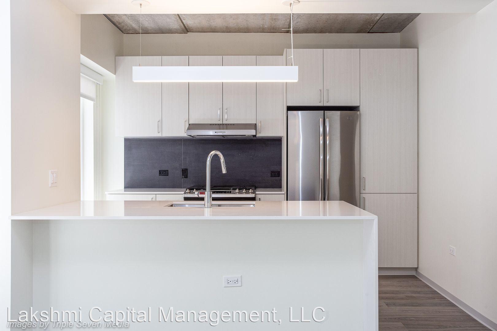 343 W Schiller Street, Chicago, IL - $1,958 USD/ month