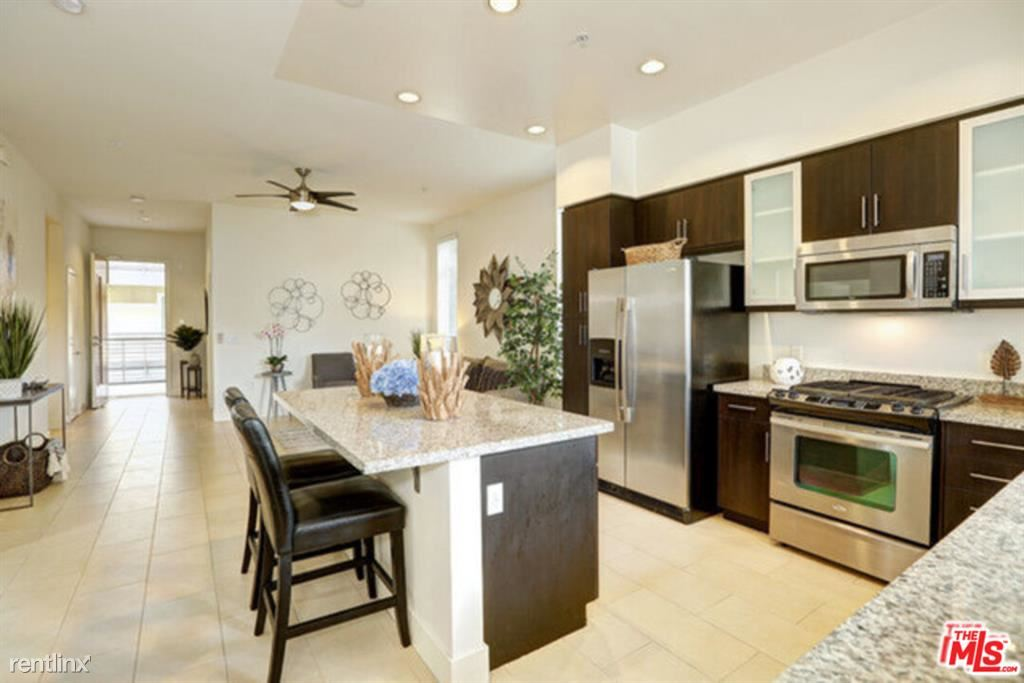 12920 Runway Rd Unit 260, Playa Vista, CA - $4,500
