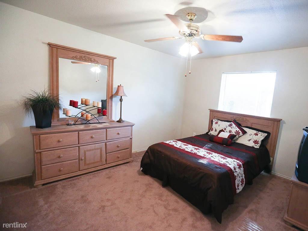10401 N Lamar Blvd, Austin, TX - 829 USD/ month