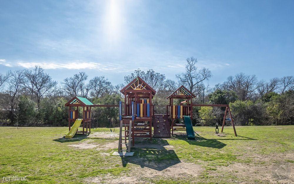 829 Park Plaza Dr, Austin, TX - 827 USD/ month